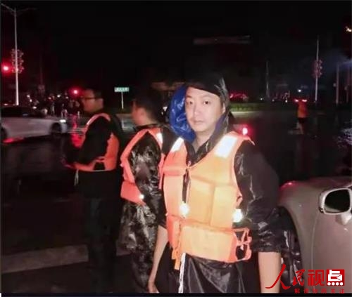 """河南新乡:防汛抗洪一线""""基层英雄""""你最酷!---耿黄镇范宇杰"""